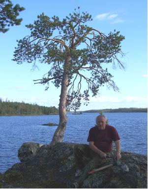 Научный руководитель профессор Корсаков А.К. на обнажении (берег озера Верхнее).