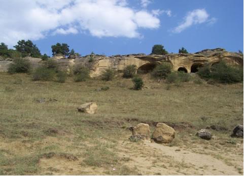 Борт реки Подкумак (район Кисловодска) – место разгрузки минеральных вод типа «Нарзан»